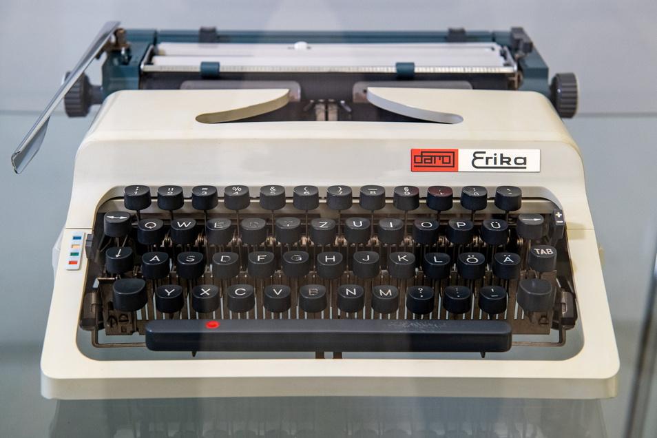 Die Schreibmaschine Erika 50/60, 1970 von Formgestalter Karl Clauss Dietel entwickelt, steht jetzt in den Kunstsammlungen Chemnitz.
