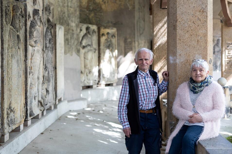 Nur alte Steine? Eberhard und Brigitte Kammer haben Freitals Mittelalter gerettet.