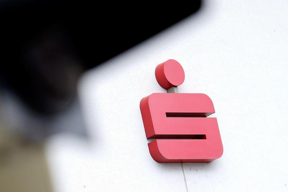 Die Verbraucherschutzzentrale Sachsen hat die Sparkasse Meißen verklagt. Das Oberlandesgericht hat den Verbraucherschützern teilweise recht gegeben.