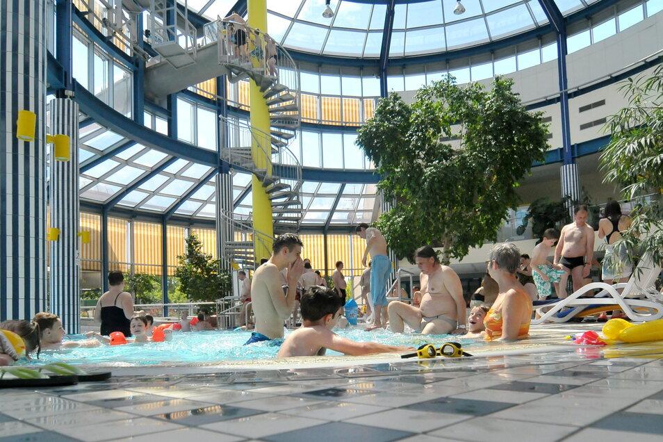 Badespaß im Freizeitbad Wellenspiel soll ab Mitte dieses Monats wieder möglich sein.