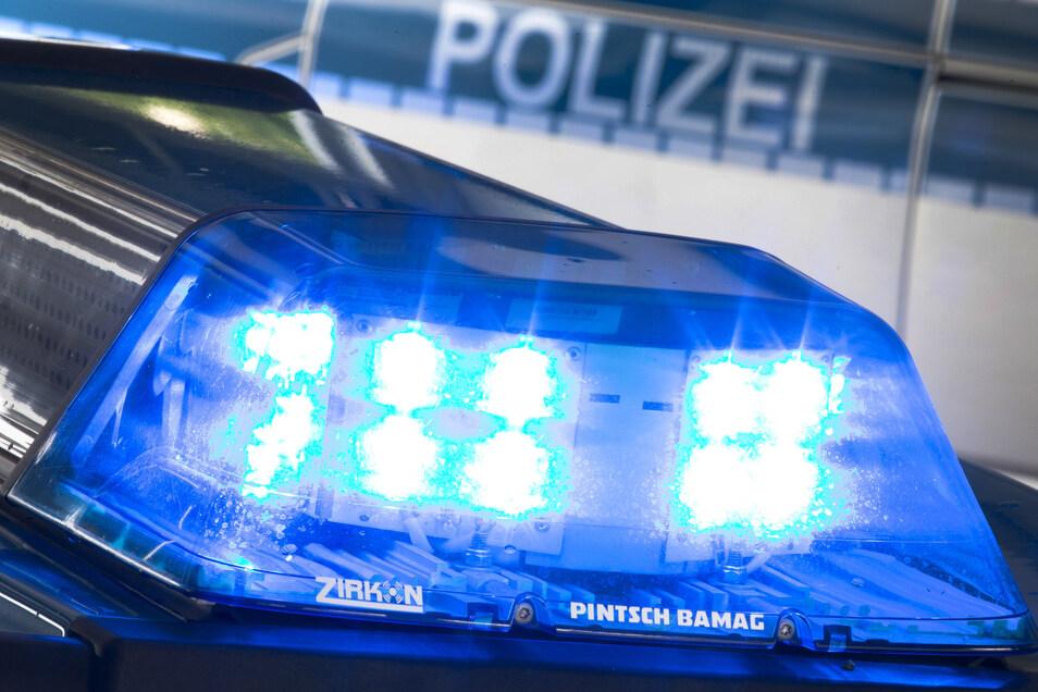 Die Polizei stoppt in Döbeln einen Radler, der nicht mehr geradeaus fahren kann.