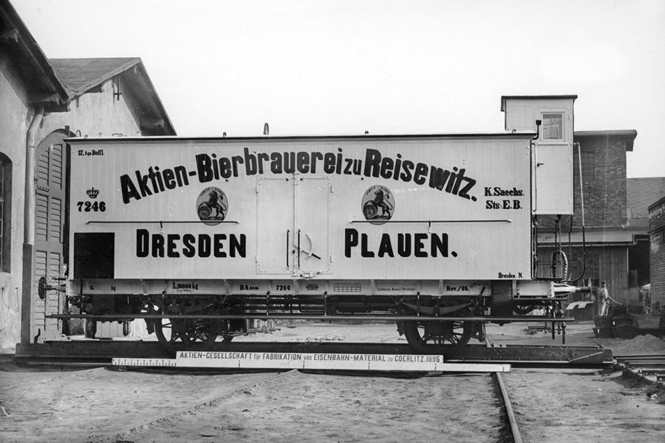 Einst wurde das Bier in solchen Wagen per Schiene transportiert.