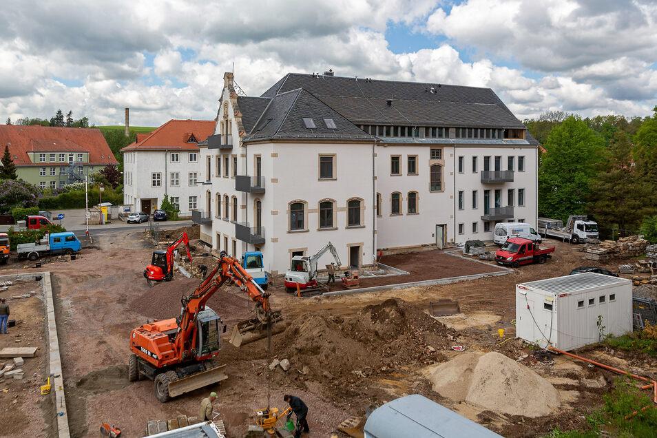 So sieht das sanierte Wohnhaus in Dipps von der Schlossseite her aus.