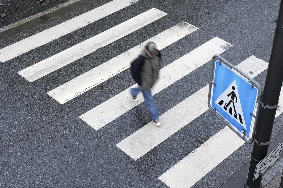 Fußgängerüberwege bringen in der Regel einen Gewinn an Sicherheit - nach dem Willen von Stadträten künftig auch vor den Schulen an der Kirchstraße in Bischofswerda.