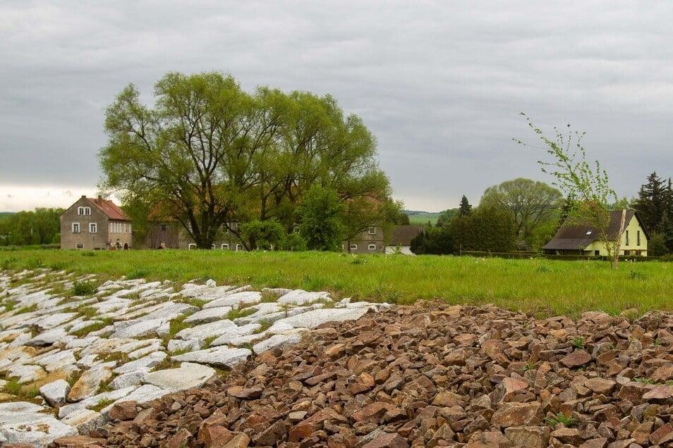 Hochwasserschutz Krebs. Das Problem ist groß, die Lösung schwer, doch nun gibt es die ersten sichtbaren Ergebnisse beim Hochwasserschutz für Krebs. Dass es mit den insgesamt zehn Projekten so lange dauert, ist weder schuld des Stadtrates noch der Stadt. Genehmigungen und Planungen zogen sich immer wieder in die Länge. Nun ist die letzte der zehn Maßnahmen für 2022 geplant.