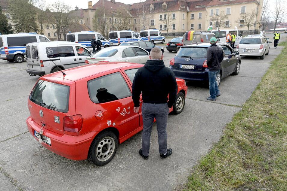 Auch von Löbau startete am Sonnabend ein Autokorso nach Dresden.