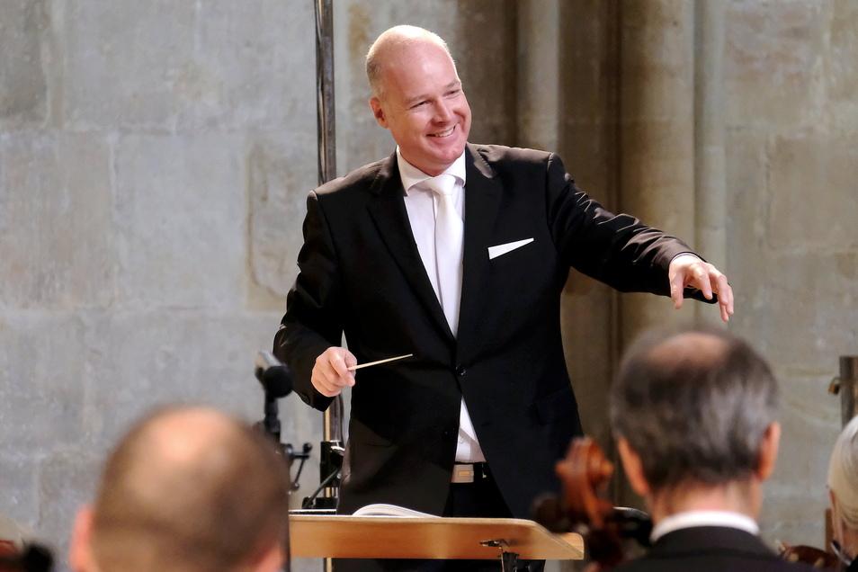 Die Elbland Philharmonie und der Organist Martin Schmeding musizierten am Sonntag im Meißner Dom unter der Leitung von Domkantor Thorsten Göbel zur musikalischen Vesper.