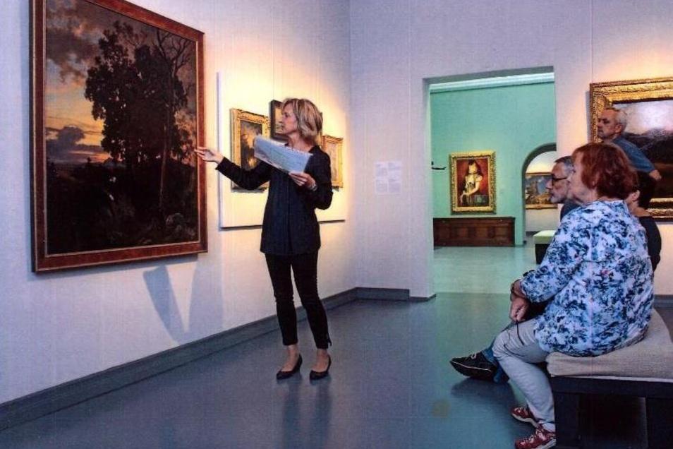 Im Bautzener Museum finden jetzt wieder Führungen statt. Gleitet werden sie unter anderem von Ophelia Rehor (l.).