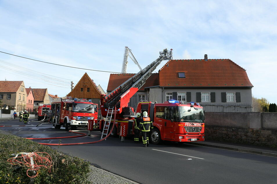 Kameraden der Freiwilligen Feuerwehren Coswig, Weinböhla und Meißen waren im Einsatz.