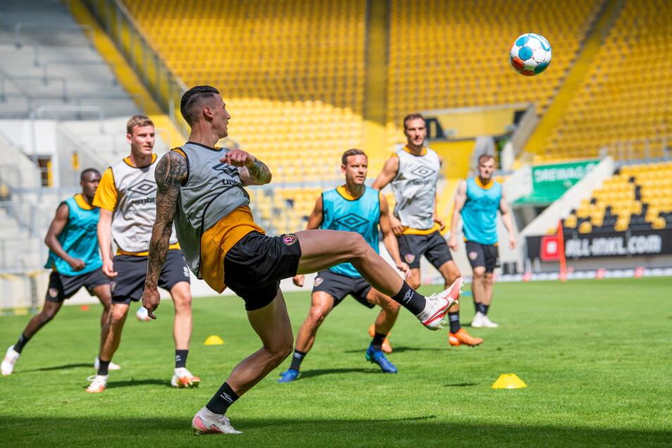 Im Spiel zum Abschluss zeigt auch Panagiotis Vlachodimos seine Qualität beim Flanken. Auch für ihn wird die zweite Liga eine neue Herausforderung.
