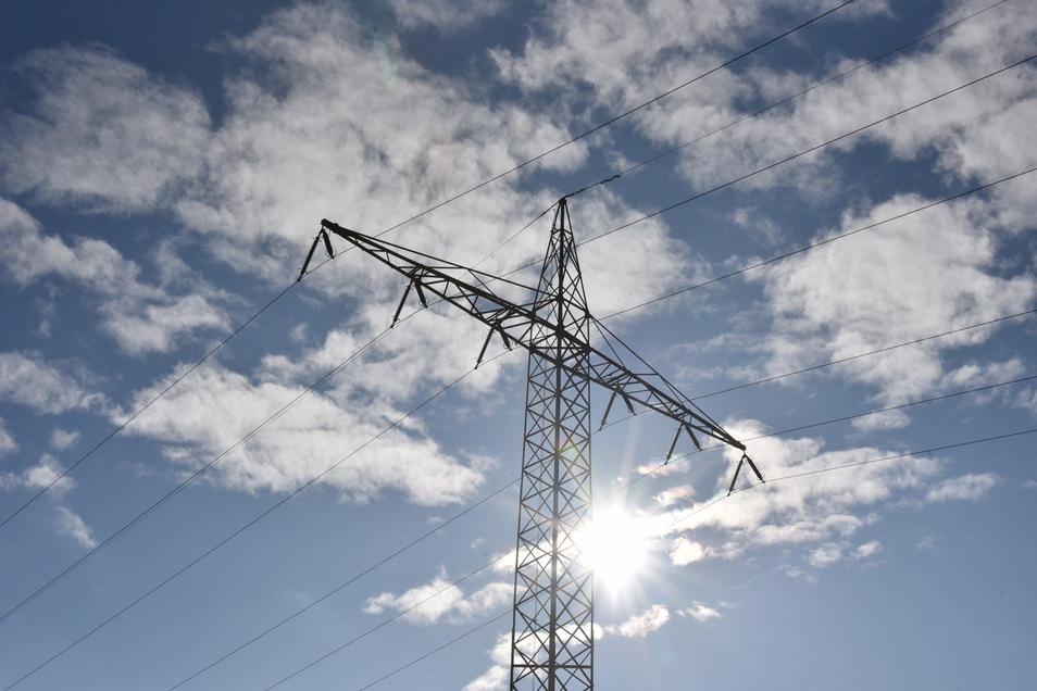 Die Monteure von MitnetzStrom sind auf der Suche nach der Ursache des Stromausfalls am Dienstagvormittag.