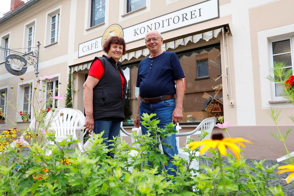 """Barbara und Klaus Schreiber öffnen am Wochenende ein letztes Mal ihr """"Café Giersch"""" in Ostritz."""