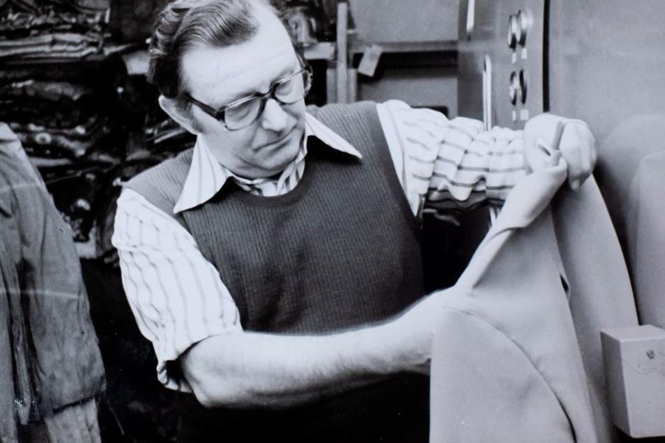 Schon Gunter Lehmanns Vater Gottfried war bemüht, den Kunden perfekten Reinigungsservice zu bieten. Gern rückte der Senior hartnäckigen Flecken zu Leibe.