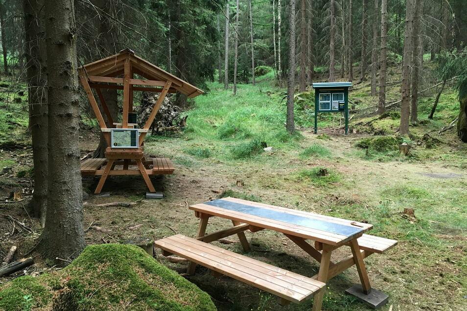 Im letzten Jahr neu eröffnet: Das Zehrborn Biwak am Forststeig Elbsandstein, nahe der Grenzplatte im hinteren Bielatal.
