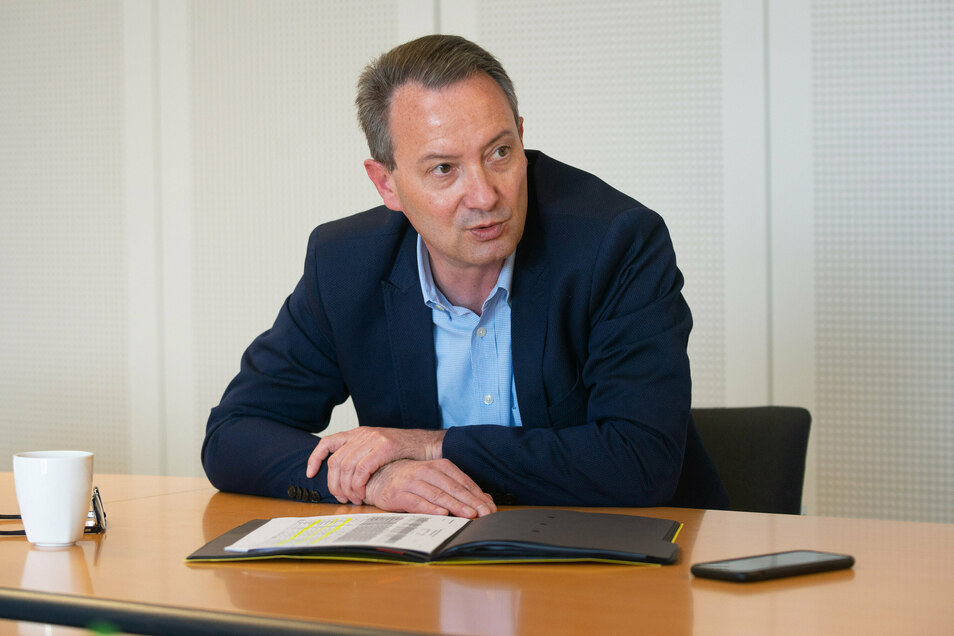 Bildungsbürgermeister Jan Donhauser räumt Fehler bei der Stundenkürzung für Dresdens Erzieher ein.