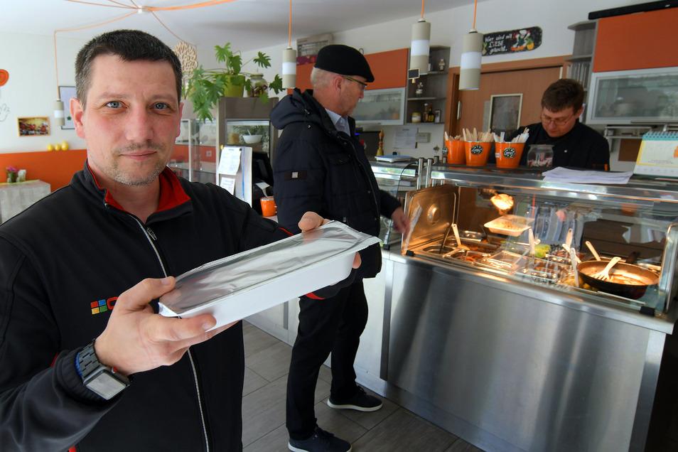Rocco Werner ist auch in Corona-Zeiten beruflich unterwegs und hat sich im Lausschmaus in Waldheim mit Mittagessen versorgt.
