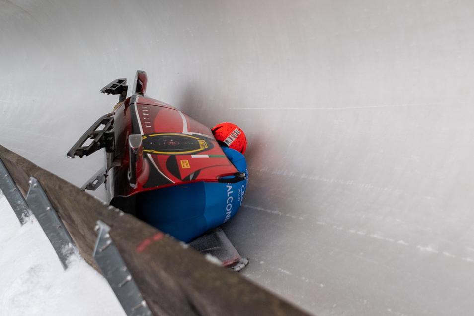 Der italienische Bob von Tania Vicenzino und Lucrezia Tavella war der erste, der stürzte. Es folgten drei weitere.