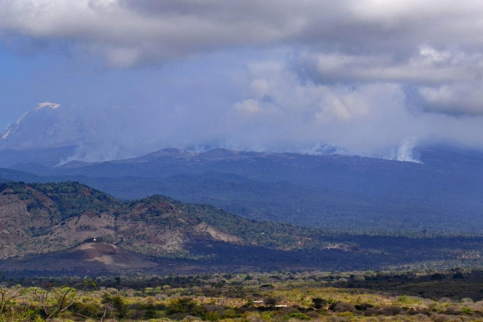 Großbrand auf Kilimandscharo noch nicht gelöscht