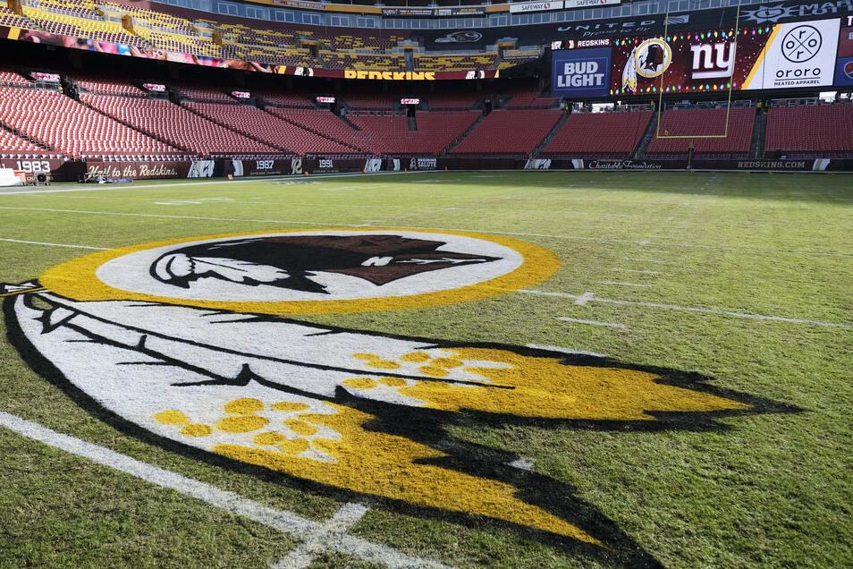 Das Logo der Washington Redskins auf dem FedEx-Feld.