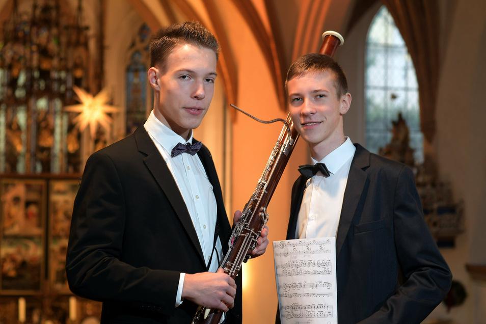 Philipp Hoffmann (r.), hier bei einem Konzert mit Johannes Lehle im vergangenen Jahr in der Nikolaikirche Döbeln, stellte sich jetzt der seltenen Oberstufenprüfung im Fach Klavier und erhielt die Note 1,0.