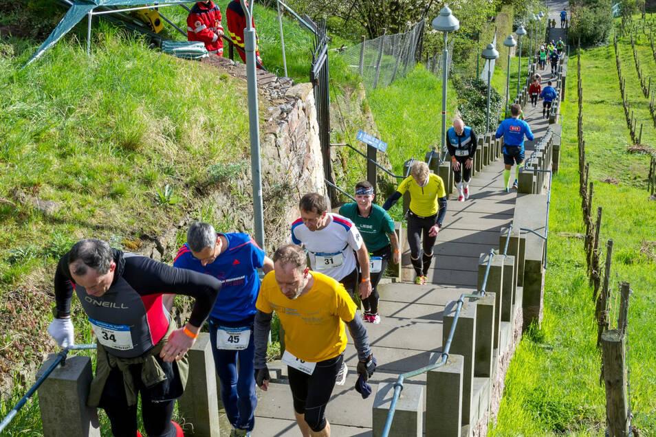 Beim Treppenmarathon erklimmen Läufer in vielen Runden die Spitzhaustreppe.