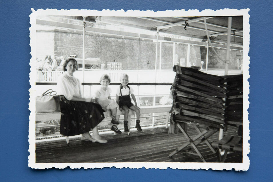 Ausflüge mit dem Dampfer auf der Elbe gehörten für Holger Naumann (r.) schon als Dreijähriger dazu.