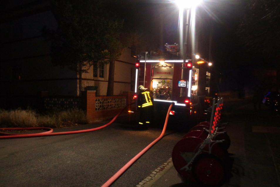 Die Feuerwehr war mit einem Großaufgebot und mehreren Fahrzeugen vor Ort.