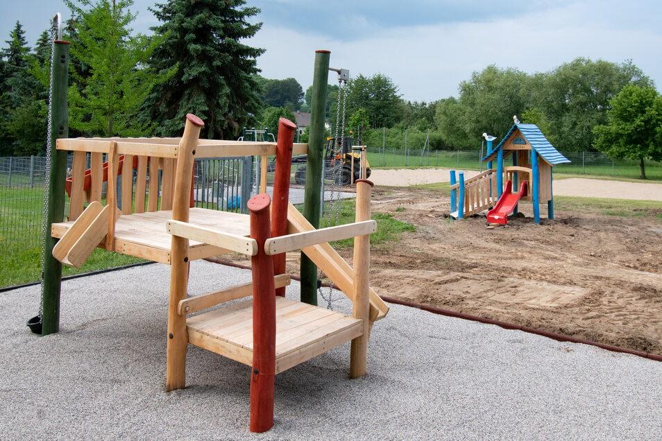 Im Freibad Gebersbach ist der Spielplatz neu gestaltet worden. Auch in Roßwein werden neue demnächst Spielgeräte aufgebaut.