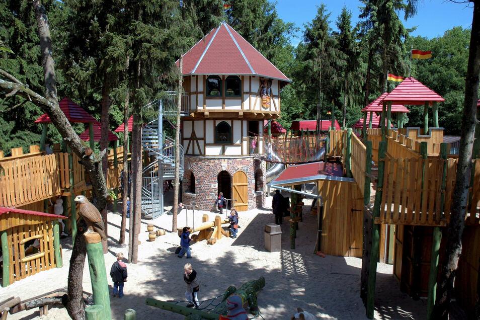 Das Emsland bietet Familien viele Möglichkeiten, aktiv zu werden, etwa in Deutschlands größtem Ferienpark Schloss Dankern.