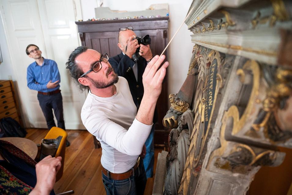 Rayk Grieger ist mit der Restaurierung eines 400 Jahre alten Monuments der Familie von Gersdorff betraut.