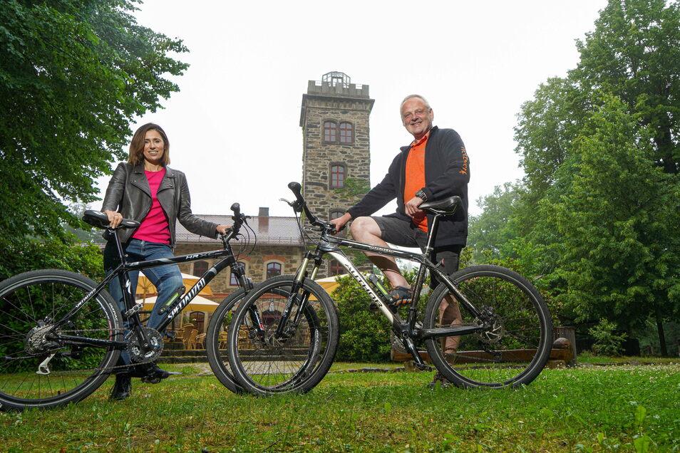 Zum 20. Mal führt die Butterberg-Fahrradtour am 18. Juli auf den Bischofswerdaer Hausberg. Patricia Wissel gab damals den Anstoß für den mittlerweile traditionellen Ausflug. Auch Netzwerk-Leiter Andreas Mikus freut sich darauf.