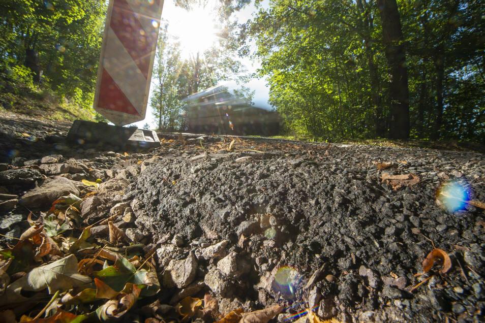 Insbesondere auf dem steilen Stück oberhalb der Hummelmühle ist die Straße stark beschädigt.