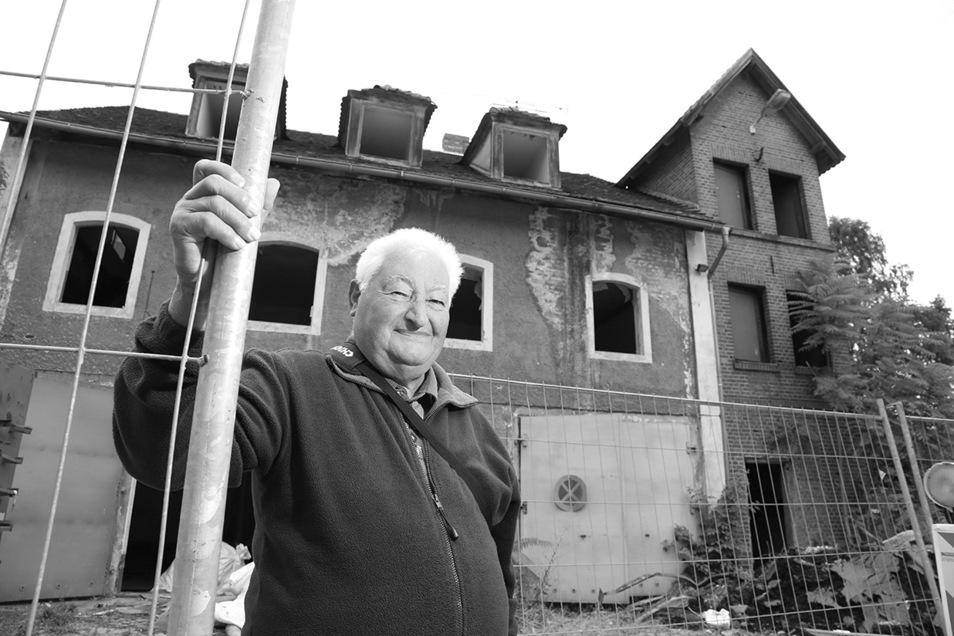 Werner Fechner hat bis zur Wende in dem Feuerwehrhaus an der Muskauer Straße gewohnt und war nebenbei Hausmeister. 2013 wurde das Gebäude abgerissen, nachdem die Stadtwehr in das Feuerwehrtechnische Zentrum gezogen war.
