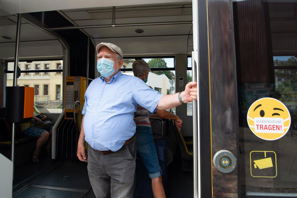 In Bus und Bahn nur mit Maske: So wollen es die DVB und so wünscht sich das auch Gerhard Schmidt.