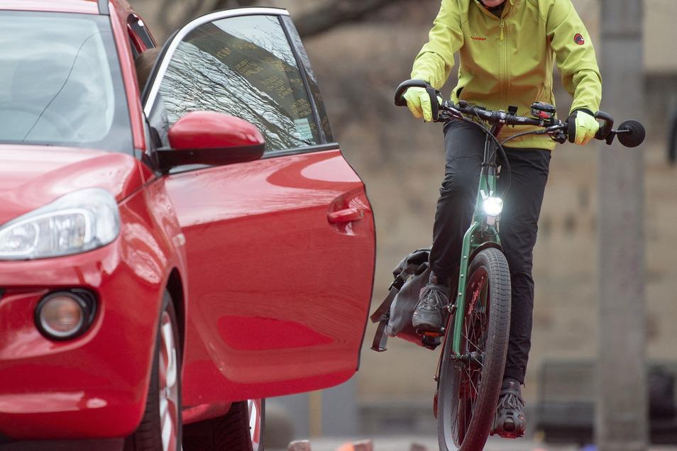Alptraum Dooring-Unfall: Solche brenzligen Situationen haben schon viele Radfahrer erlebt.