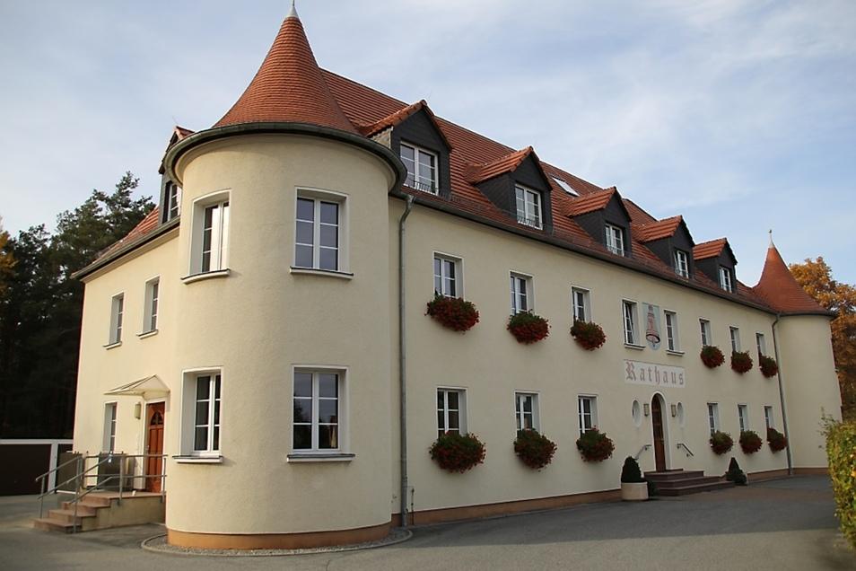 Im Lautaer Rathaus hat auch das Bauamt seinen Sitz. Nun wird ein neuer Amtsleiter gesucht.