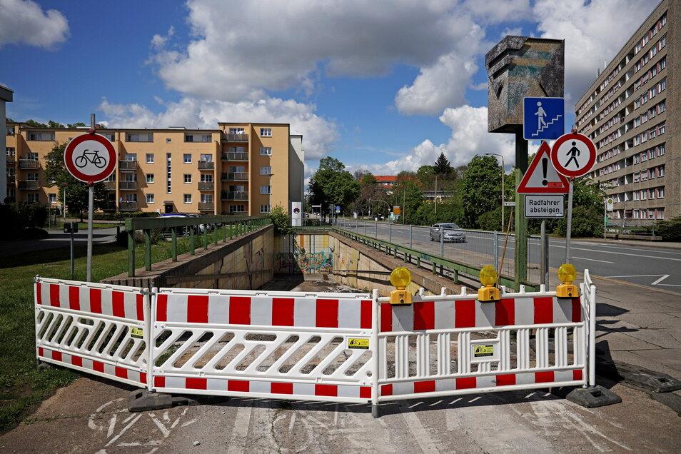 Kein Durchkommen: Der Fußgängertunnel an der Breitscheidstraße ist derzeit gesperrt.