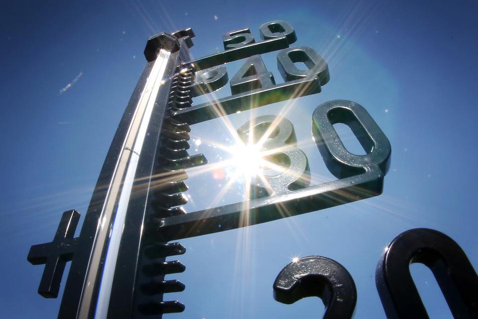 Die Temperaturen steigen weiter, und das bereits im Juni: Mit mehr als 40 Grad  könnten es heute  die höchsten je in Deutschland gemessenen Temperaturen werden. Der bisherige Rekord liegt bei 40,3 Grad.