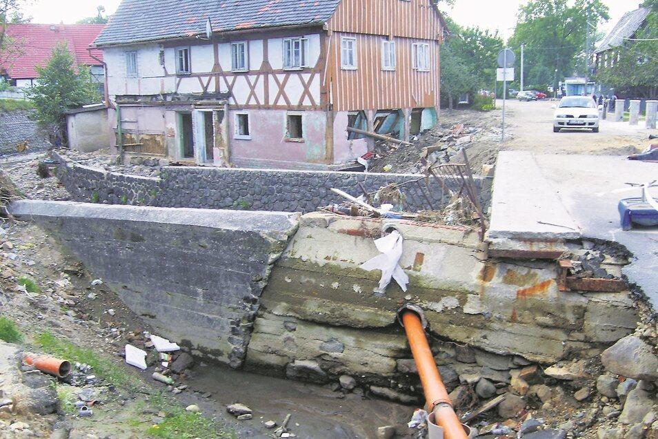 Erhebliche Schäden verursachte das Hochwasser auch in Bogatynia (Reichenau). Deren Beseitigung beanspruchte Zeit. Dieses Foto entstand im September 2010.