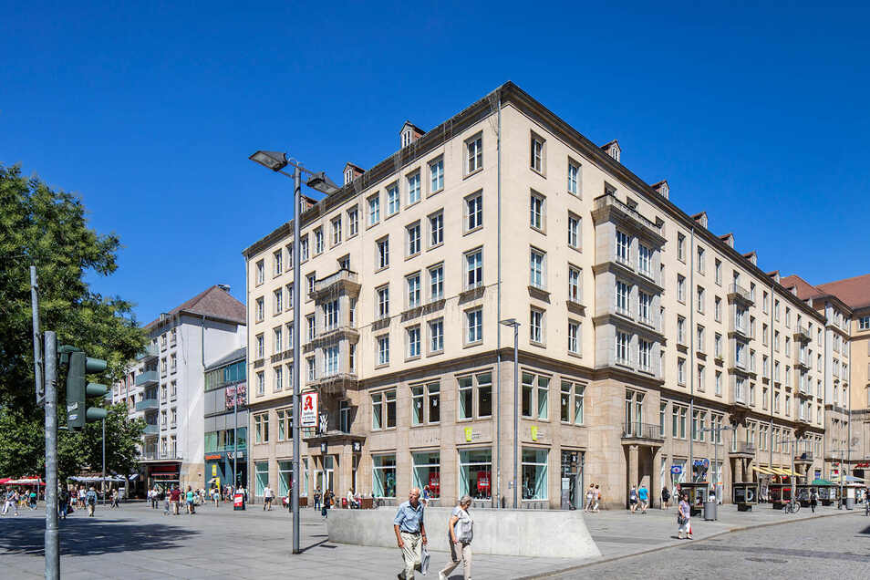 Dieses Eckhaus am Dr.-Külz-Ring gehört zum Altmarkt-Karree.