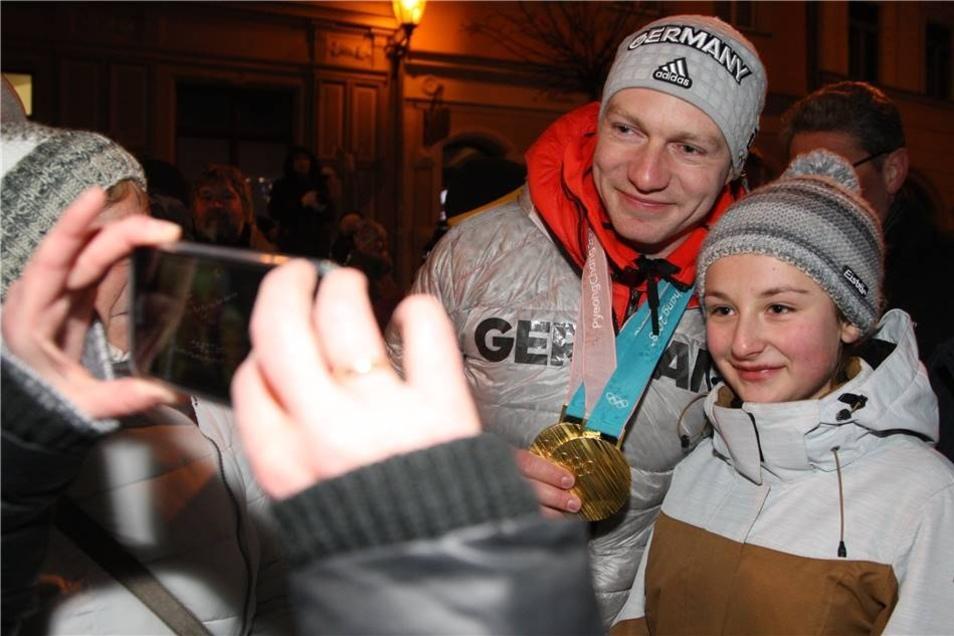 ... auch ein Erinnerungsfoto mit dem Goldmedaillengewinner waren ein Muss.