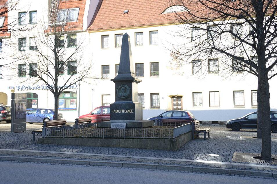 Mit diesem Denkmal ehrt Glashütte seit 1895 Ferdinand Adolph Lange (1815-1875).