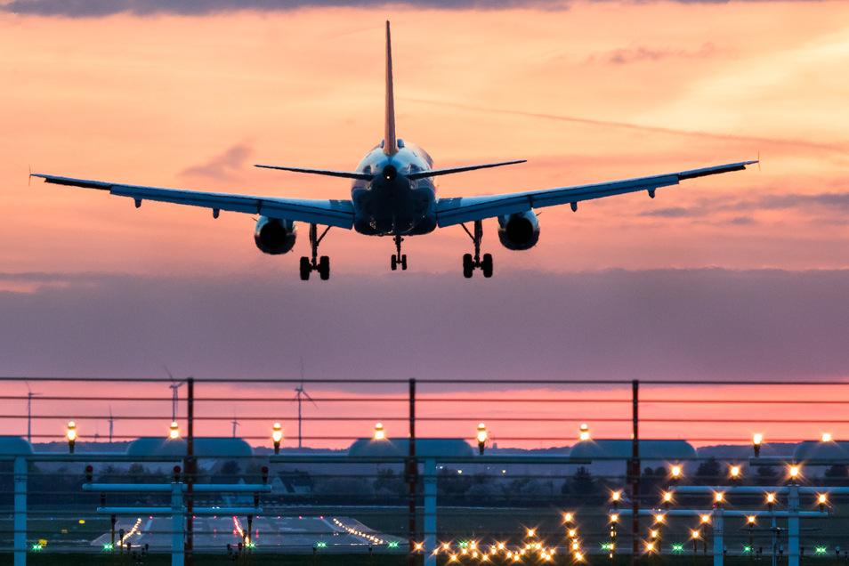 Beim Fliegen wird sehr viel CO2 ausgestoßen.