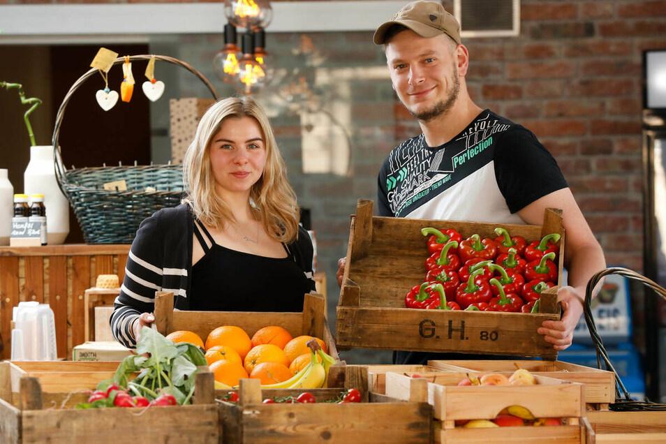 """Lysann und Ronny Dreja im Jahr 2020 in ihrem Ladengeschäft """"Aurelie"""" in Zittau. Hier boten sie unverpackte Waren an. Damit wollen sie den Kunden helfen, Verpackungsmüll zu vermeiden."""