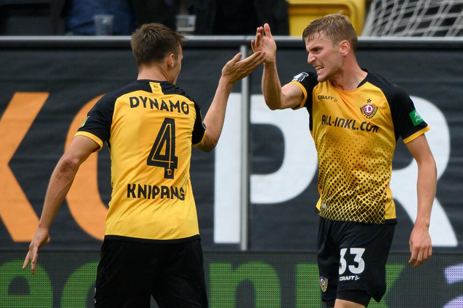 Abklatschen nach dem späten Treffer: Torschütze Christoph Daferner und Verteidiger Tim Knipping sind erleichtert.