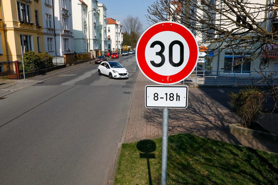Auf der Christian-Keimann-Straße muss seit September 2019 auch das Tempo reduziert werden.