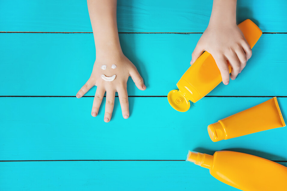 Creme, Spray, Lotion. Lichtschutzfaktor 30 oder doch lieber 50? Der Schutz der Haut vor den Sonnenstrahlen ist nicht immer leicht.