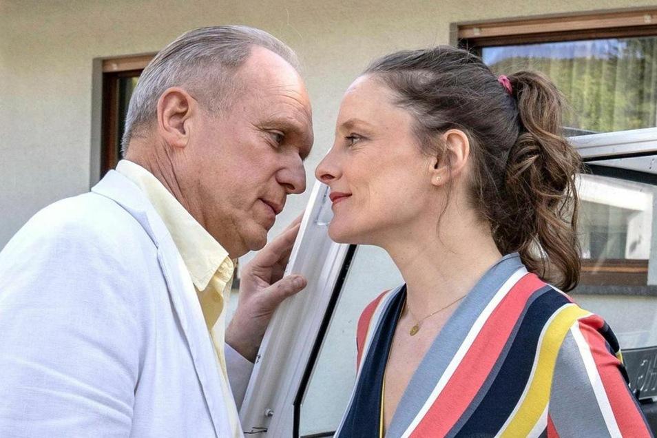 """Sie zog ihn nicht, er sank trotzdem: Monika (Anne Ratte-Polle) und Murot (Ulrich Tukur) verlieren sich in einem Traum. """"Verbockt"""" resümiert der Kommissar nach 89 Krimi-Minuten. Fürwahr!"""