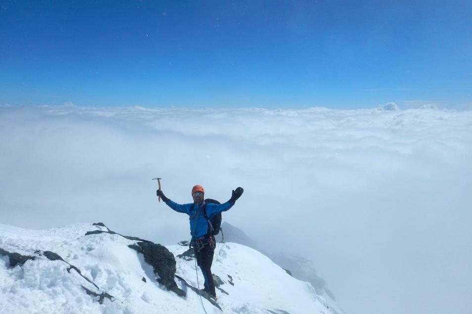 Elias Betka steht im Rahmen der Seven-Summits-Alpen-Tour auf dem Gipfel des Großglockner.