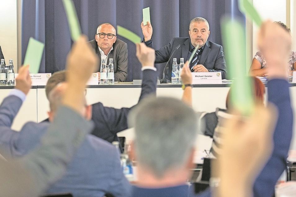 Landrat Michael Geisler (r.) und Baubeigeordneter Heiko Weigel müssen jetzt neue Mehrheiten im Kreistag organisieren.